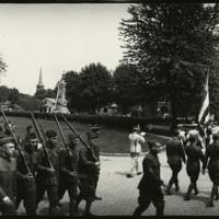 Soldiers parading past Monument Park, Defiance, Ohio, 1919